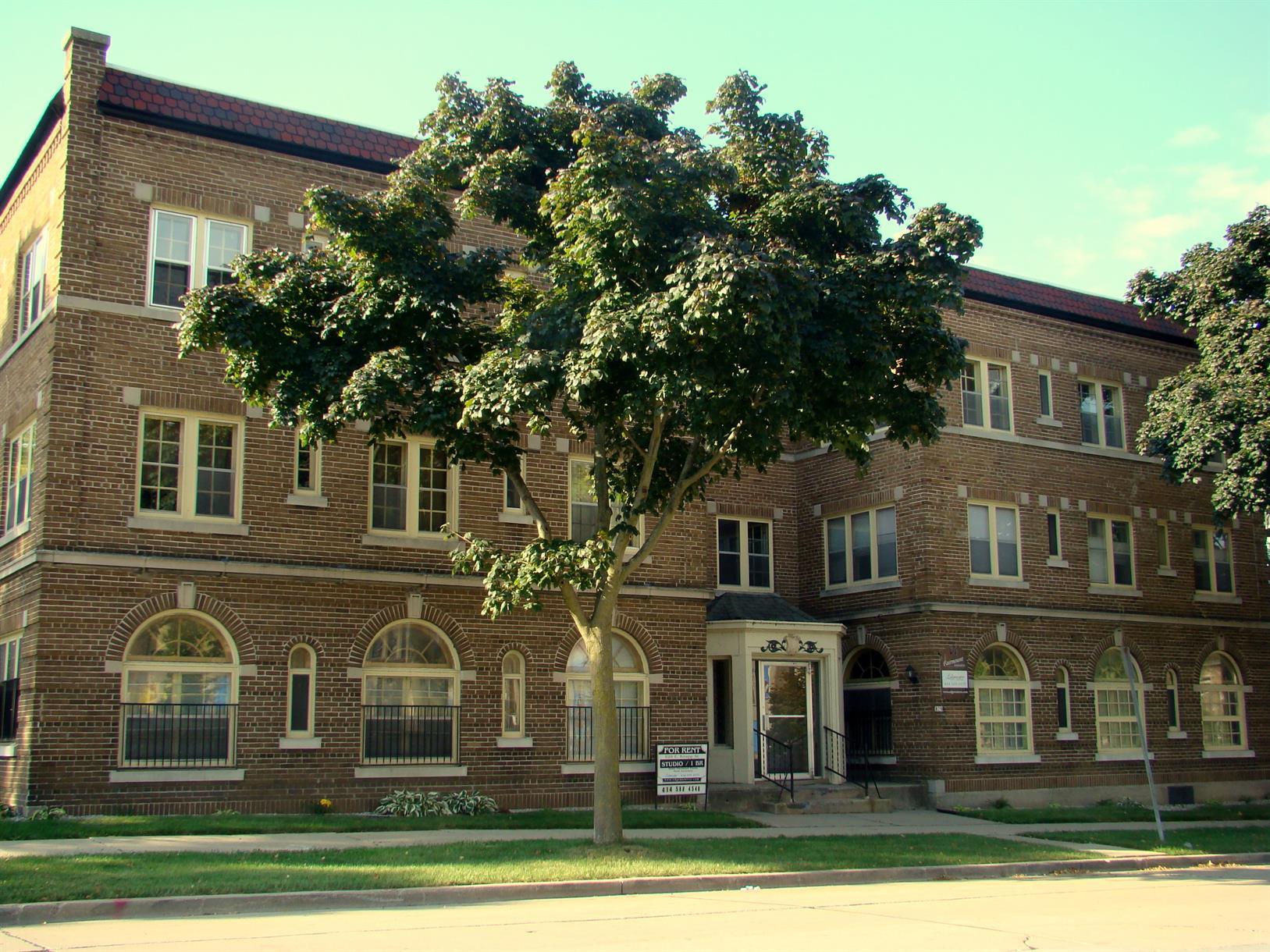 829 E. Knapp St.