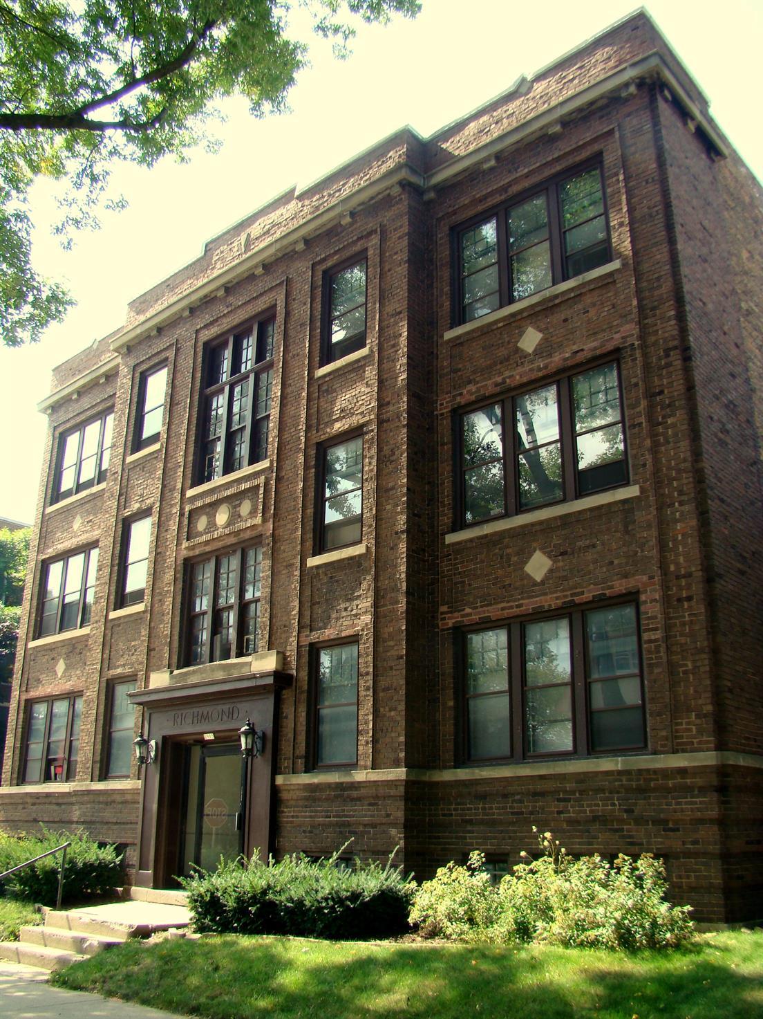 2905 N. Bartlett Ave.